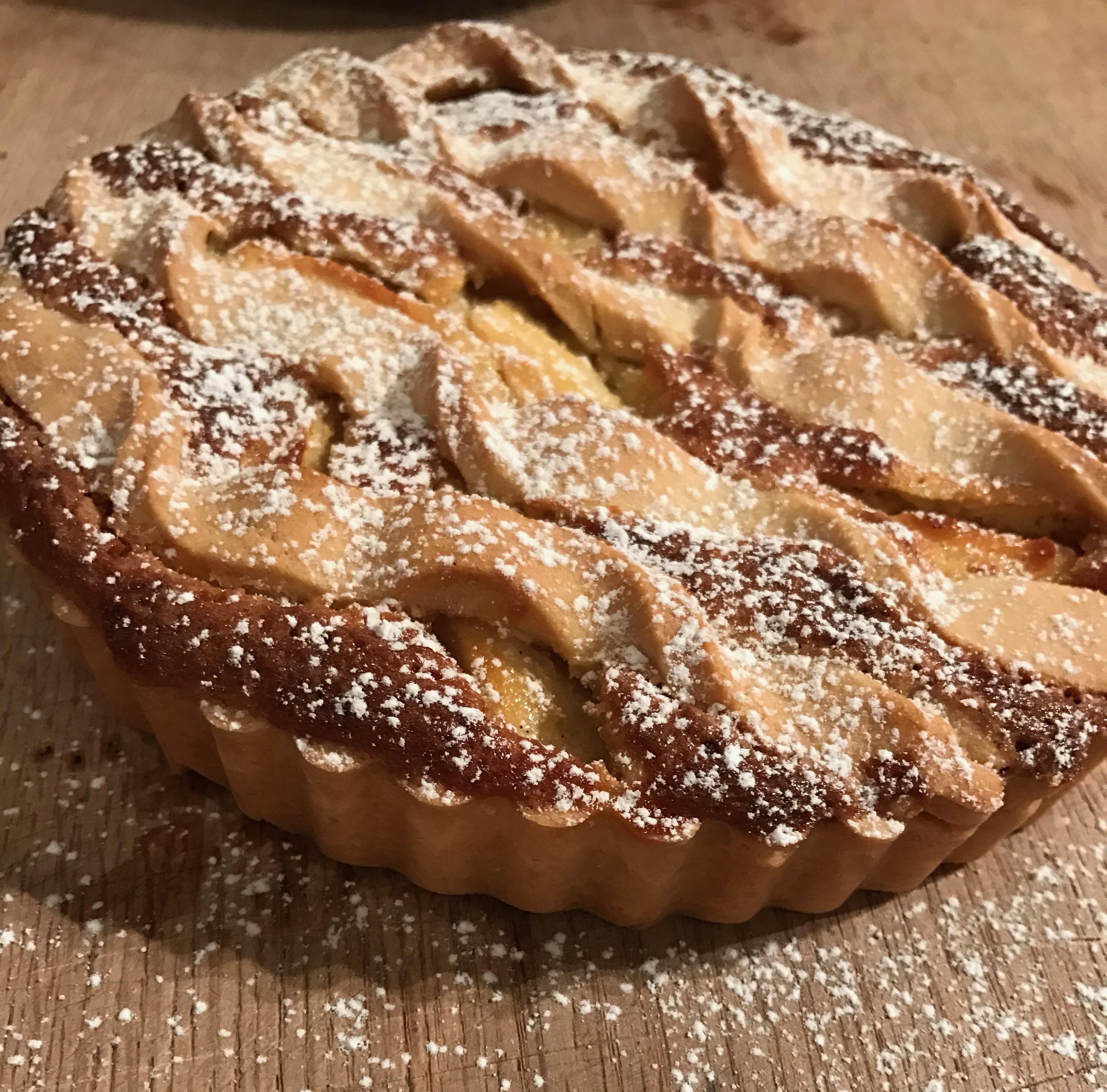 Lun æbletærte med marcipan